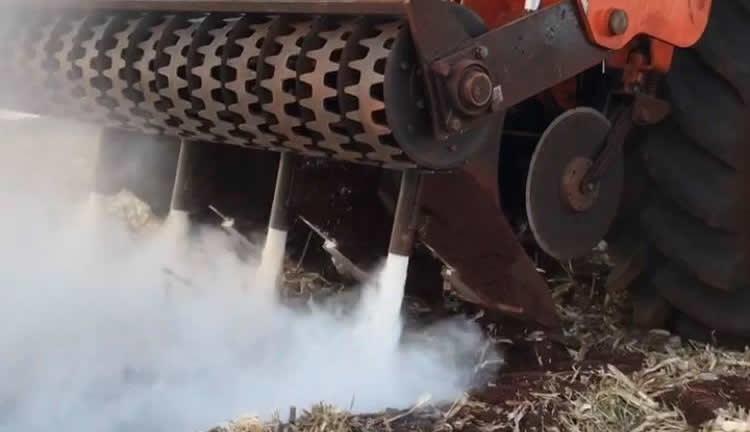 imagem-capa-Máquina-da-SagaAgro-em-operação-no-preparo-do-solo