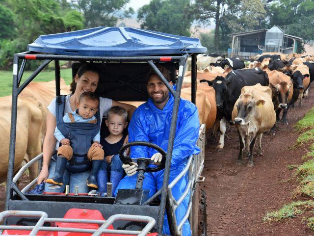 A qualidade de vida foi o principal fator que levou Celis e Andre a implantar um novo modelo de produção leite. Foto: Aires Mariga