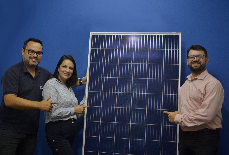 Sócios da Entec Solar: empresa iniciou no segmento rural com sistemas híbridos de painéis solares unidos a geradores a diesel.