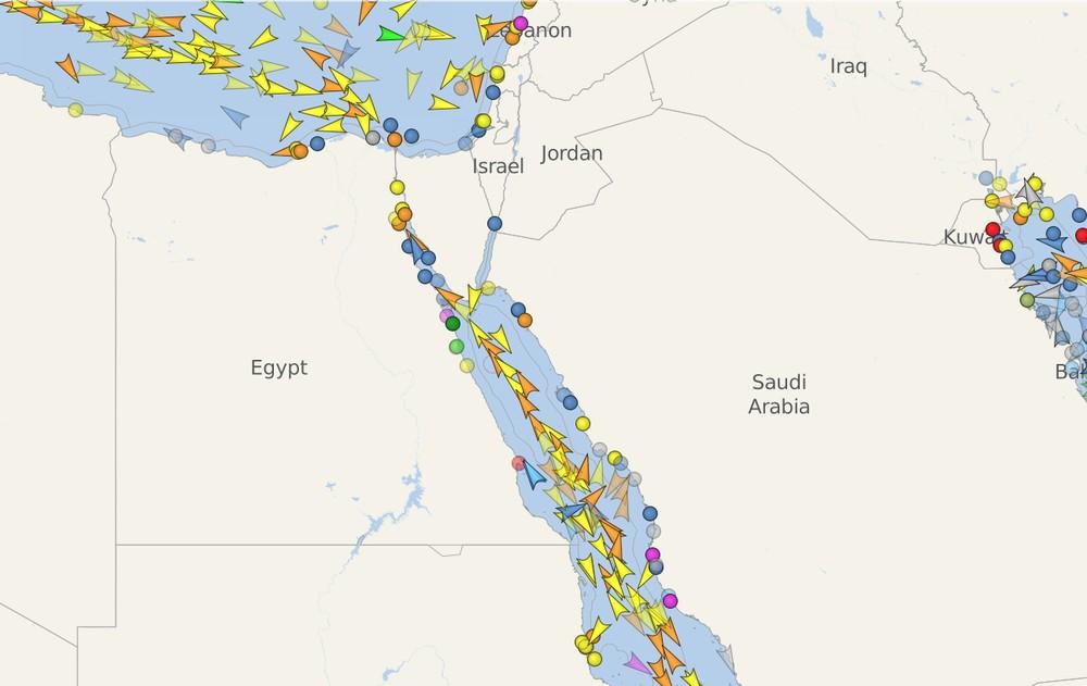 Imagem do site Vesselfinder mostra trânsito no Canal de Suez na quarta-feira (24) — Foto: Reprodução/Vesselfinder.com