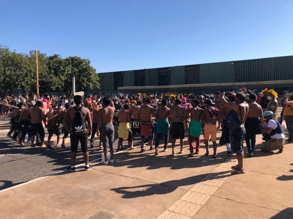 Protesto de indígenas na Câmara dos Deputados, nesta quarta-feira