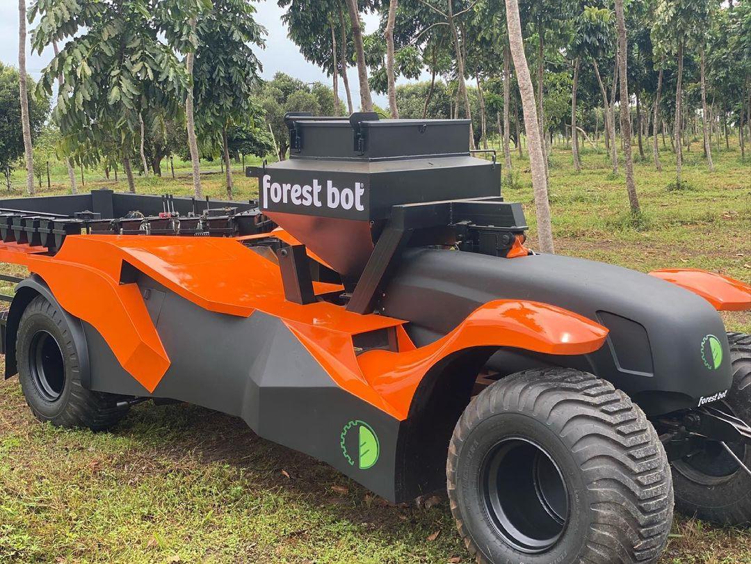 Brasileiro desenvolve uma máquina de plantar floresta