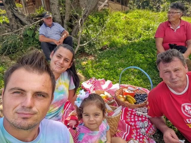Ronei quer criar a filha Luiza no meio rural e ao lado da família